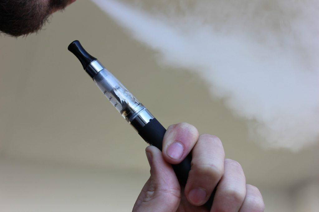ook de e-sigaret valt onder rookverbod in een wagen met kinderen