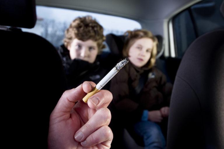 Rookverbod in auto met jonge kinderen