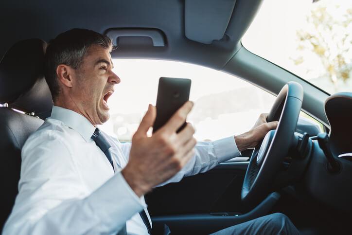 ongeval veroorzaakt terwijl je op je smartphone bezig was